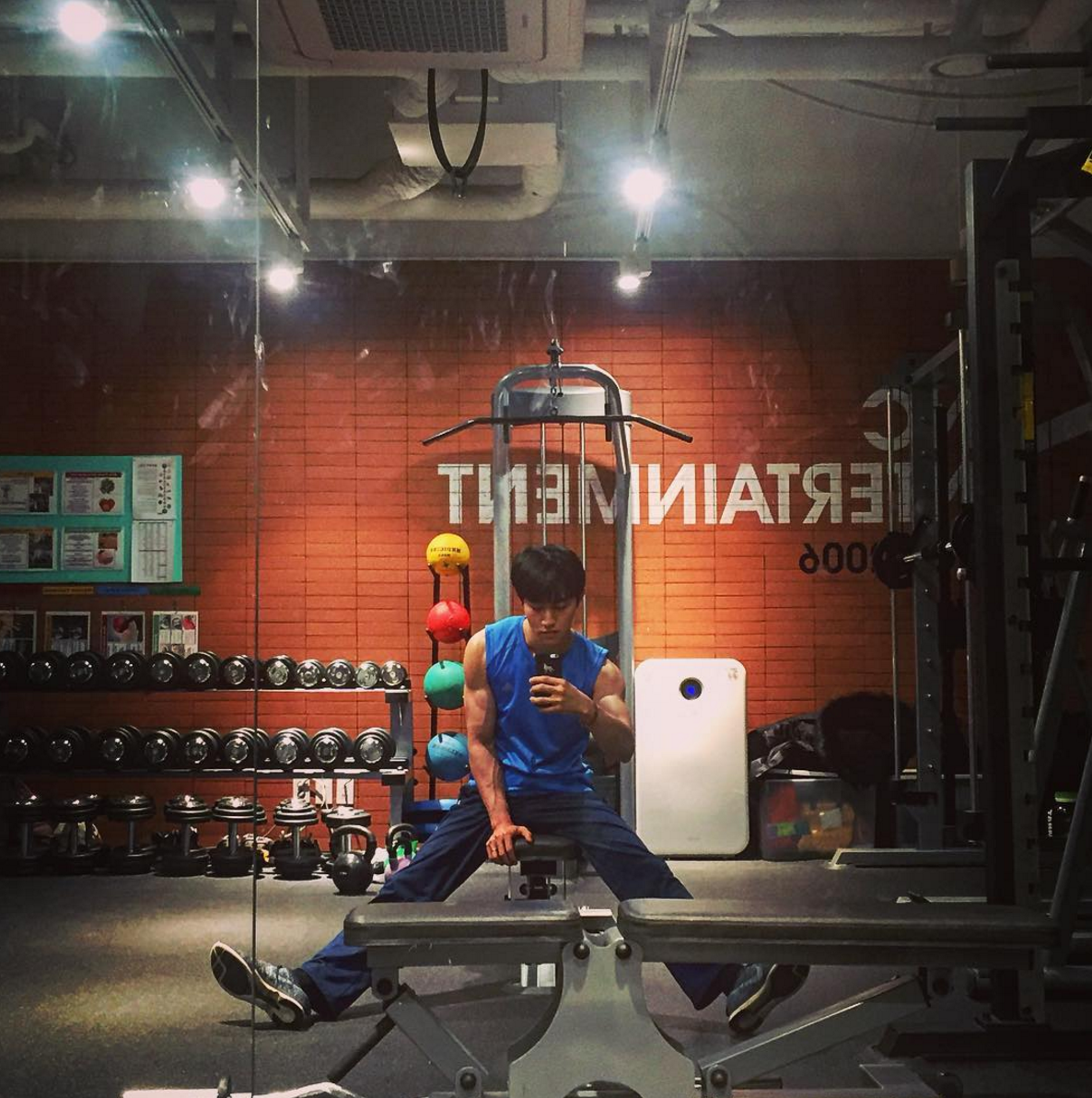Kwak Dong Yeon Is Fitness Goals In New Photo Showing Off His Arms
