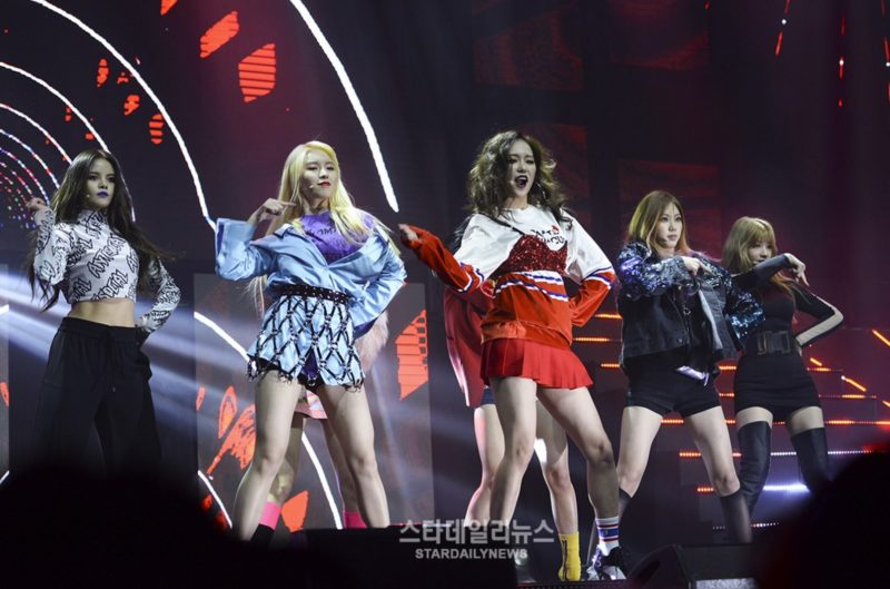 """CLC Talks About Becoming """"Girl Crushes,"""" Promises To Buy HyunA Food"""