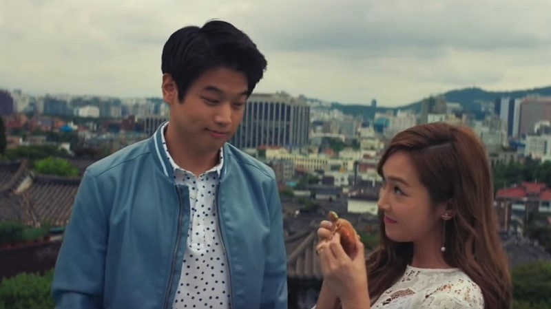 """Watch: Jessica And Ki Hong Lee Are A Sweet Couple In """"Two Bellmen 3"""""""