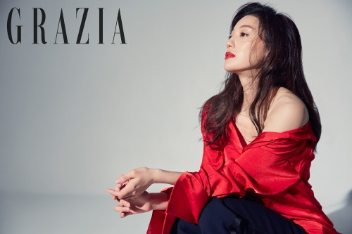 Lee El Shows Easy-Going Charm In Grazia Interview About Granny Makeup And Men