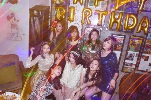 Jung Ryeo Won Celebrates Her Birthday With Stars Like Sooyoung And Son Dam Bi
