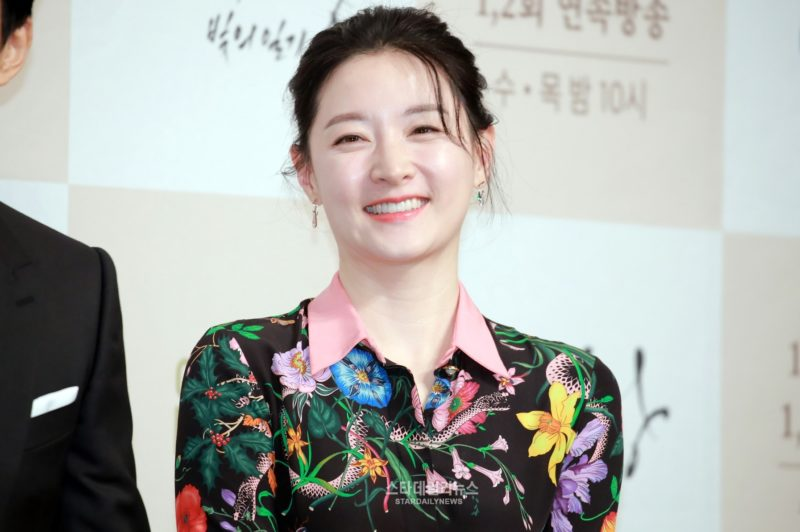 Lee Young Ae Talks About How Being A Wife And Mother Has Influenced Her Acting
