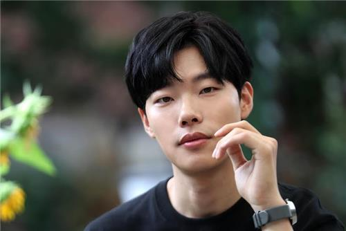 Ryu Jun Yeol Shares His New Year's Wish To Go On A Trip With Fellow Actors
