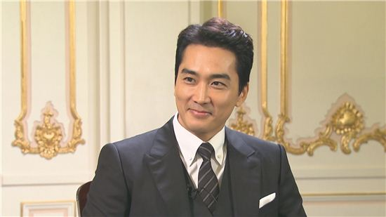 Song Seung Heon Names Favorite Female Co-Star, Is Naturally Asked About Marriage