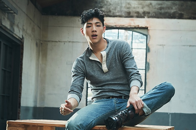 "Ji Soo Poses For Elle, Describes His Role On ""Strong Woman Do Bong Soon"""