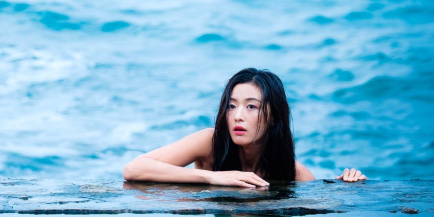 "Jun Ji Hyun Thanks Viewers For Giving Her Strength During Challenging Filming Of ""The Legend Of The Blue Sea"""