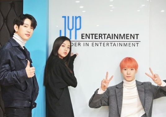 """GOT7's Jinyoung, BLACKPINK's Jisoo, And NCT's Doyoung Meet For First Time To Prepare For """"Inkigayo"""""""