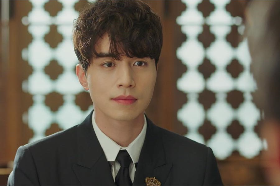 """Lee Dong Wook Literally Chased """"Goblin"""" Writer To Land His Grim Reaper Role  