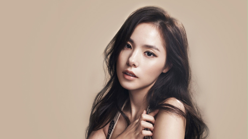 Min Hyo Rin 1