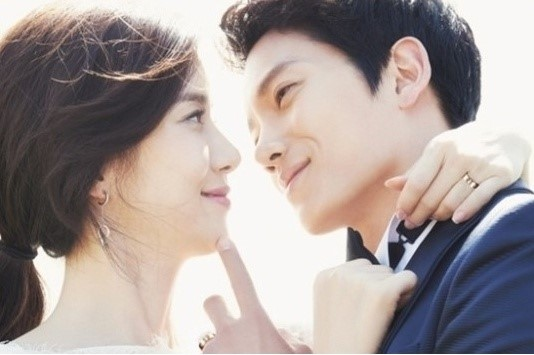 Ji Sung Almost Gave Up Acting For Lee Bo Young, Earns Place Among Top Celebrity Husbands