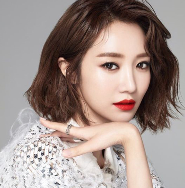 Actress Go Jun Hee Signs An Exclusive Contract With YG Entertainment