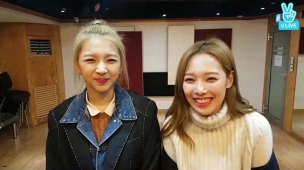 "K.A.R.D's Somin And Jiwoo Prank The Boys With Valentine's Day-Themed ""Treat"""