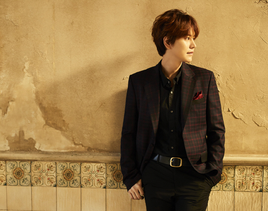"Kyuhyun Tops Weekly Oricon Chart With ""One Voice"""