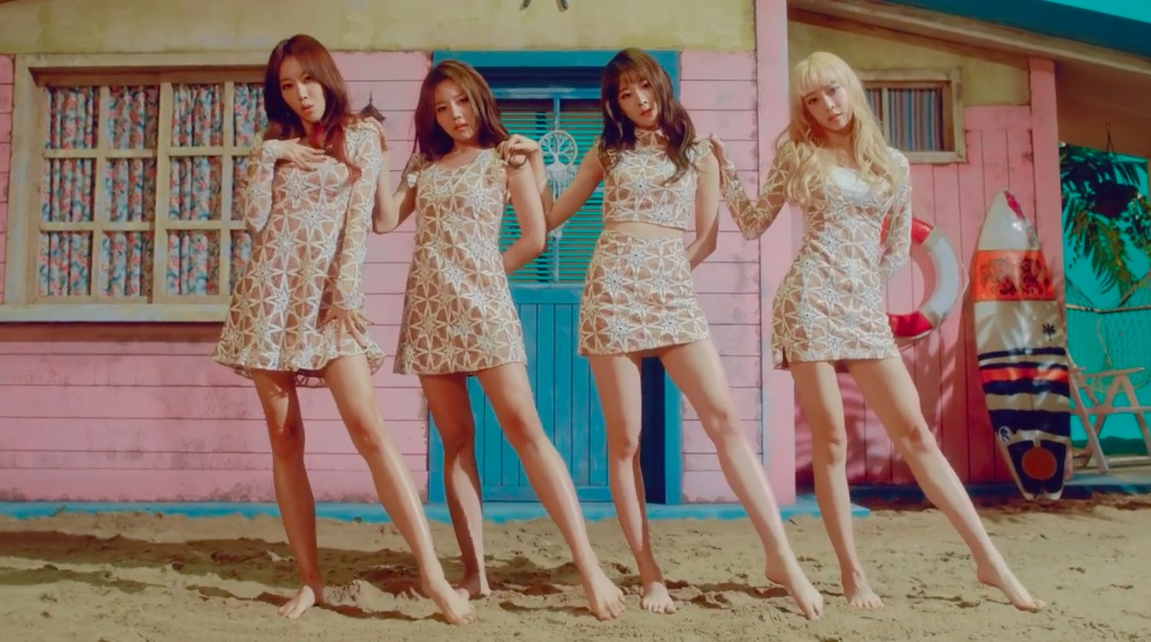 "Watch: Melody Day Takes You On A Beach Vacation In ""Kiss On The Lips"""