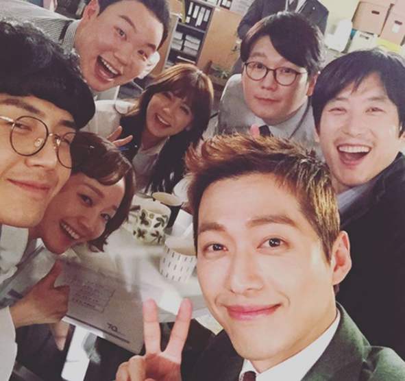 "Namgoong Min Displays Team Chemistry With Cast Of ""Chief Kim"""