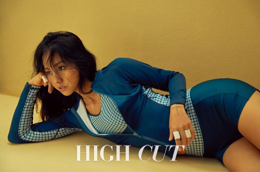 "Lee Hyori >> Album ""Black"" Lee-hyori-3"