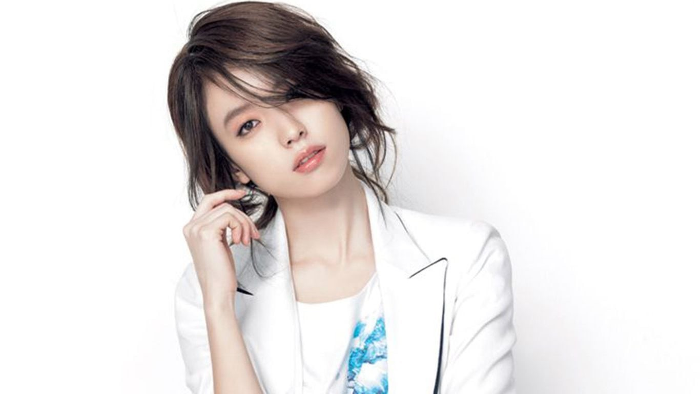Han Hyo Joo Writes Heartfelt Message To Fans Following