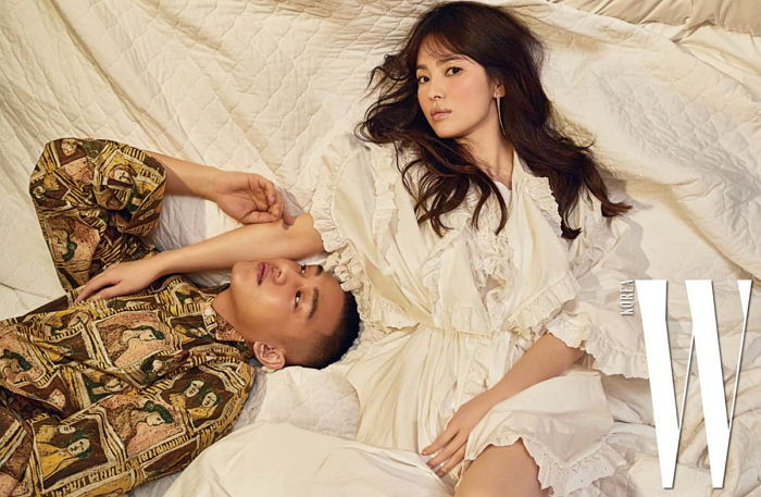 Real-Life Friends Song Hye Kyo And Yoo Ah In Transform Into Modern Royalty For W Korea