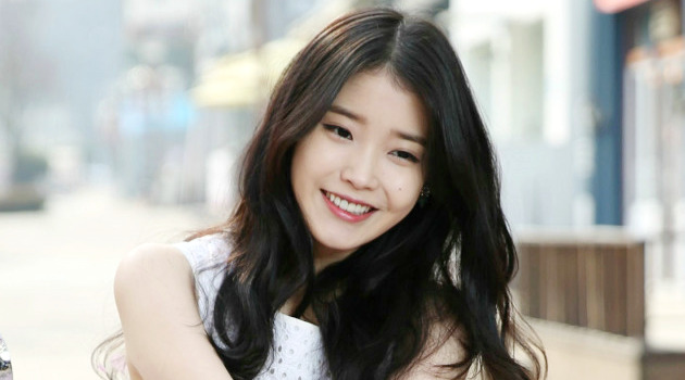 IU Donates To Alma Mater's Scholarship Fund