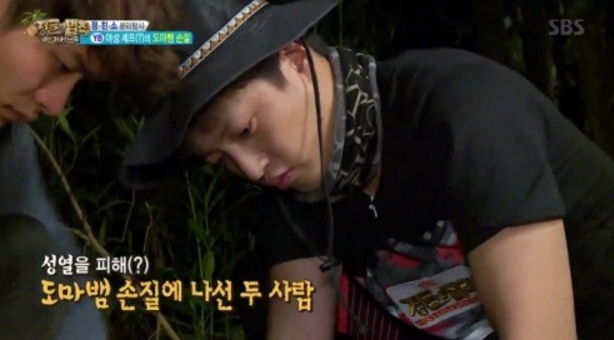 """Kim Min Suk Amazes """"The Law Of The Jungle"""" Cast With His Tough Culinary Skills"""