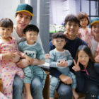 """Lee Dong Wook Reunites With Daebak And His Family, And Daebak Shows His Love For Him On """"The Return of Superman"""""""