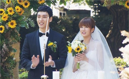 "Apink's Yoon Bomi And Choi Tae Joon To Officially Leave ""We Got Married"""