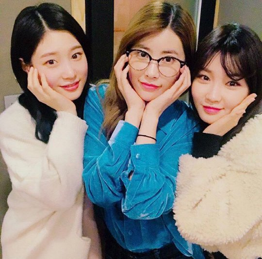 """Kim Chungha Shows Loyalty To Former """"Produce 101"""" Teammates By Featuring On DIA's New Album"""