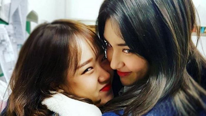 Jeon Somi's Sister Reveals Family Photos With Choi Yoojung From Somi's Graduation