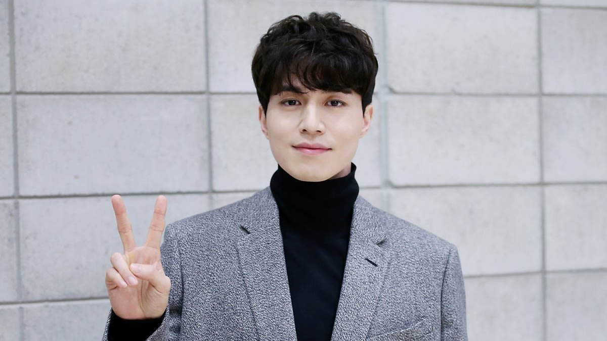 Lee Dong Wook Opens V Live Channel In Time For His Fan Meeting