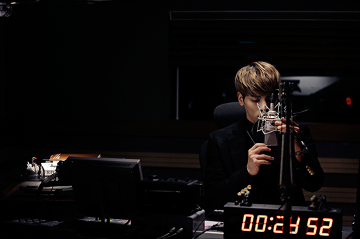 "SHINee's Jonghyun Talks About How Hard It Was To Step Down From ""Blue Night"" As Radio DJ"