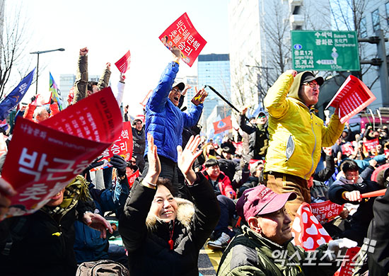 Here's How Korea Is Reacting To Park Geun Hye's Removal From Office