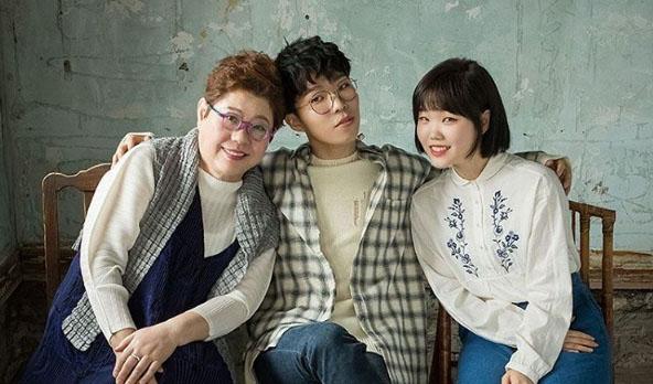 "Watch: Akdong Musician And Yang Hee Eun Display Harmonious Synergy In ""Tree"""
