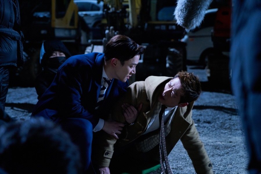 """Junho Shows Amazing Combat Skills While Rescuing Namgoong Min In """"Chief Kim"""" Behind-The-Scenes Shots"""