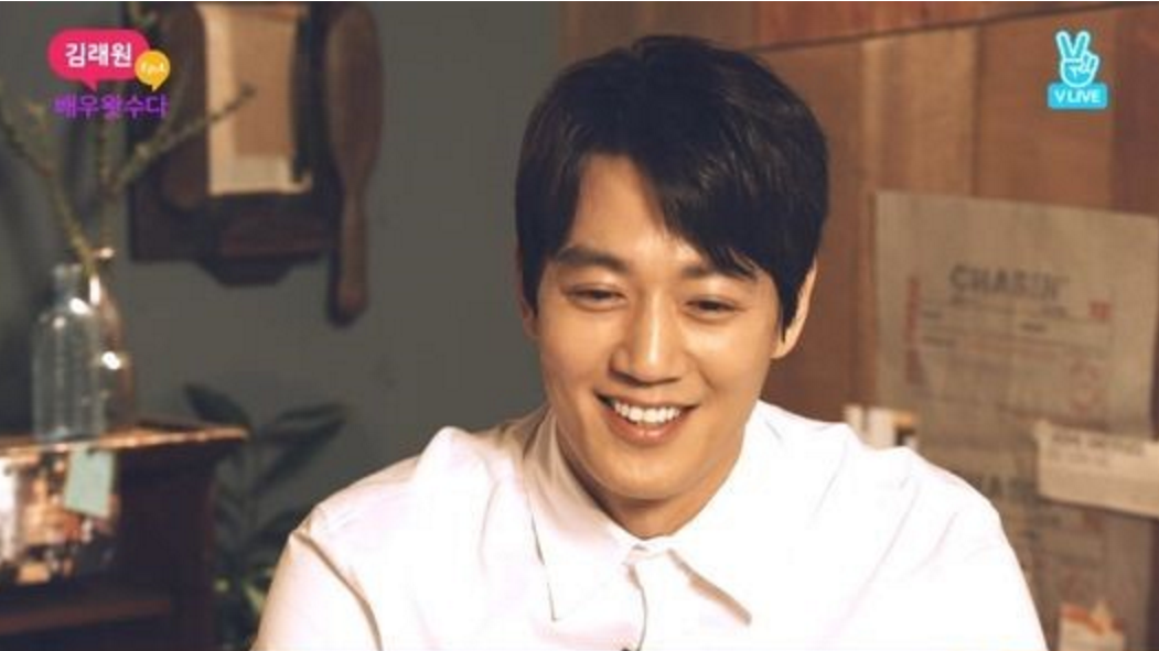 Kim Rae Won Gets A Surprise Call From Fellow Heartthrob Actor During Live Broadcast