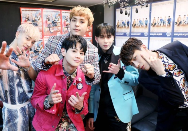 """Highlight Celebrates Music Chart Success Of """"Plz Don't Be Sad"""" By Sharing New Photos"""