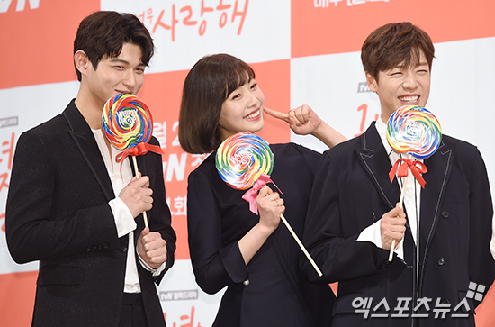 Red Velvet's Joy Reveals How Lee Hyun Woo And Lee Seo Won Playfully Stay In Character As Love Rivals