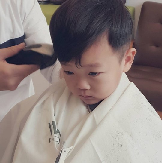 Daebak's Mom Releases Adorable Photos Of Her Son's Facial Expressions As He Gets A Haircut
