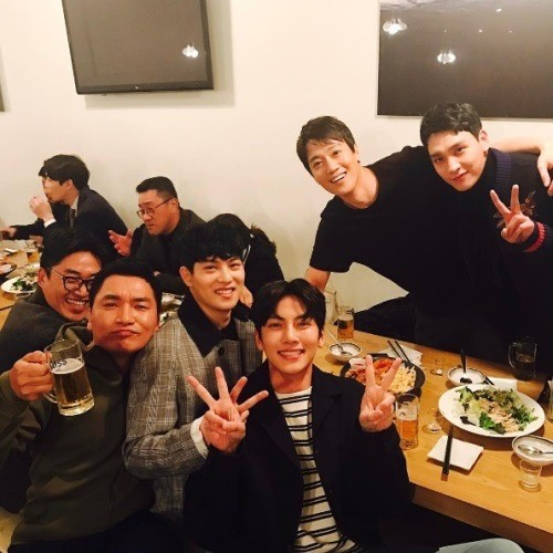 Kim Rae Won Proves He's Got An Impressive (And Attractive!) Group Of Actor Friends