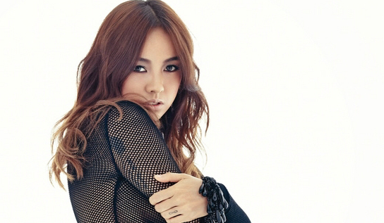 Lee Hyori Shocks Her Producer With Her Unique Way Of Warming Up Before Recording