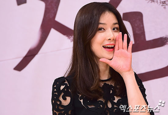 "Lee Bo Young Is Confident Of ""Whisper"" Despite Pressure For Viewership Ratings"