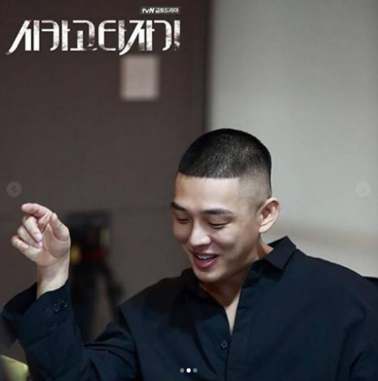 """Yoo Ah In's Dedication And Passion For Acting Are Evident In """"Chicago Typewriter"""" Script Reading Photos"""