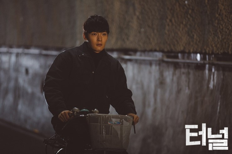 """""""Tunnel"""" Achieves Highest Ratings For First Episode Of Drama Aired On OCN"""
