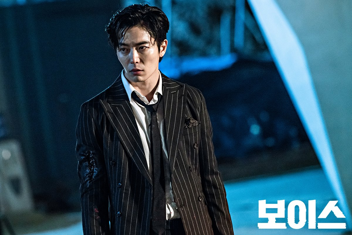 """Kim Jae Wook Discusses Plus Side To Playing His Evil """"Voice"""" Character"""