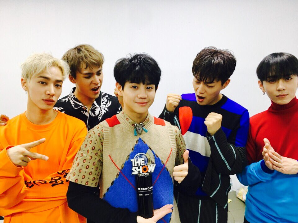 """Watch: Highlight Grabs 1st Ever Win Under New Name On """"The Show,"""" Performances By GOT7, GFRIEND, CNBLUE, And More"""