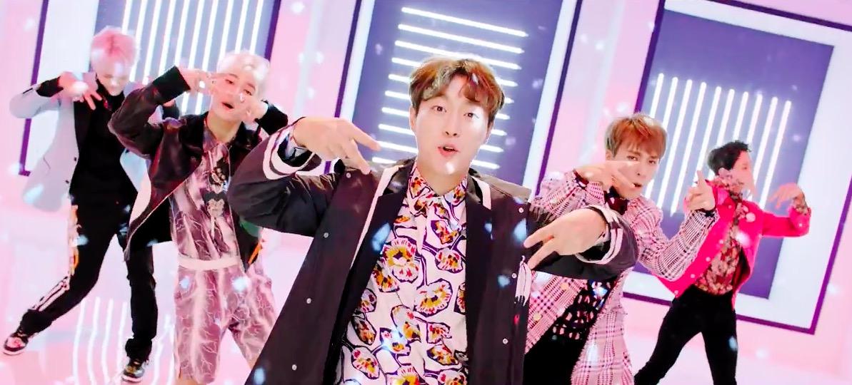 "Watch: Highlight Celebrates Views Milestone With Performance Version Of ""Plz Don't Be Sad"" MV"