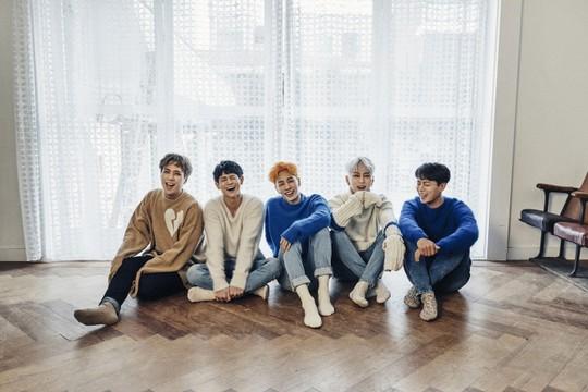 "Highlight Achieves A ""Triple Crown"" Across Gaon Music Charts"