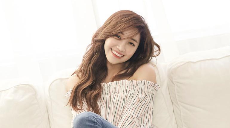 Apink's Jung Eun Ji Confirms Solo Comeback Date