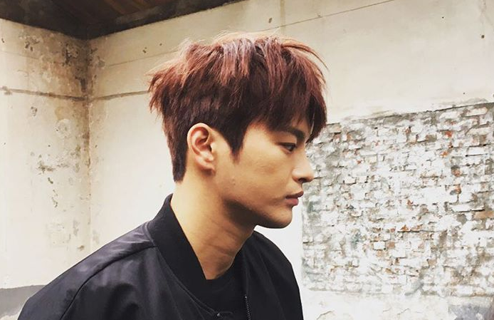 Seo In Guk Leaves Mandatory Military Service Early Upon Further Medical Examination