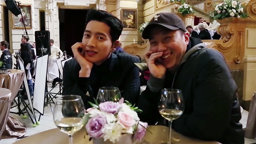 """Watch: """"Man To Man"""" Making Video Shows Family-Like Relationship Between Park Hae Jin And Crew"""