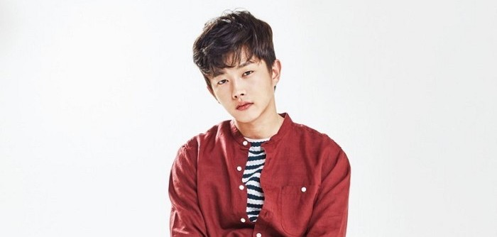 """Kim Min Suk Confesses He Teared Up Seeing Jin Goo At Recent """"Descendants Of The Sun"""" Gathering"""